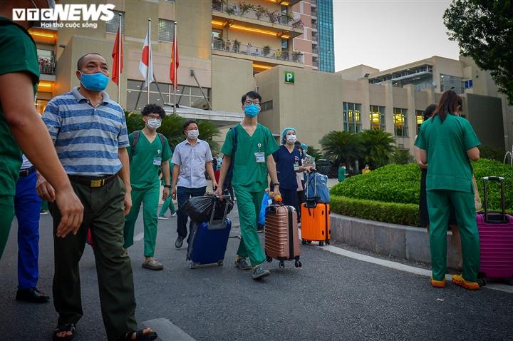 Ảnh: Gần 1.500 thầy trò trường Cao đẳng Y tế Bạch Mai vào TP.HCM chống dịch - 9