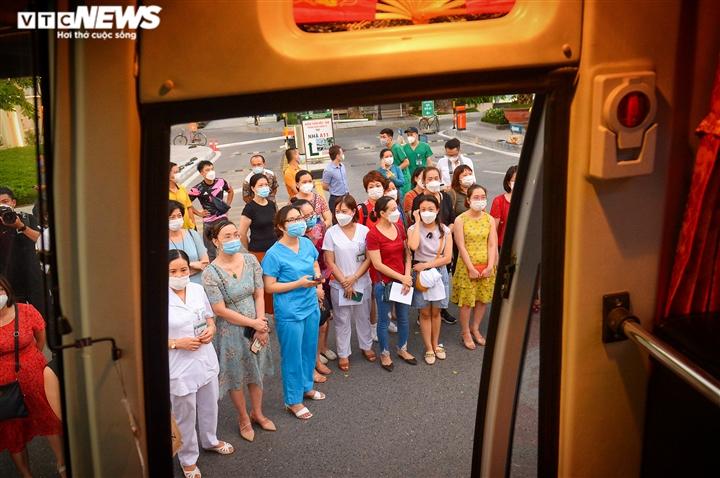 Ảnh: Gần 1.500 thầy trò trường Cao đẳng Y tế Bạch Mai vào TP.HCM chống dịch - 14