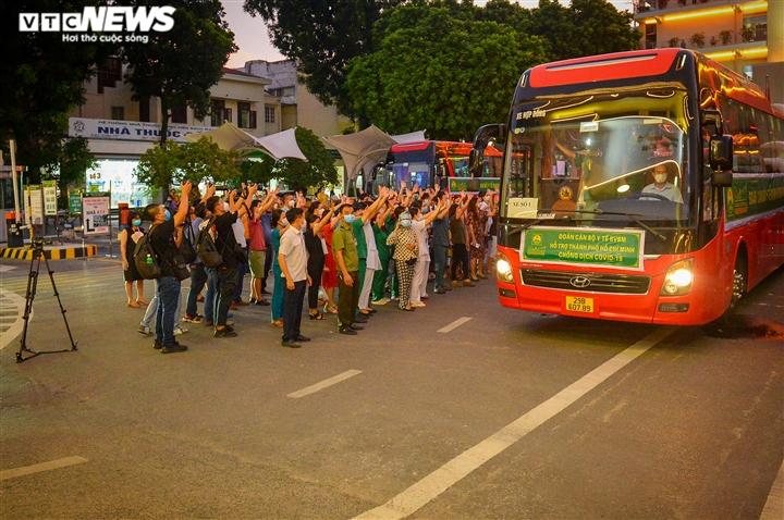 Ảnh: Gần 1.500 thầy trò trường Cao đẳng Y tế Bạch Mai vào TP.HCM chống dịch - 15