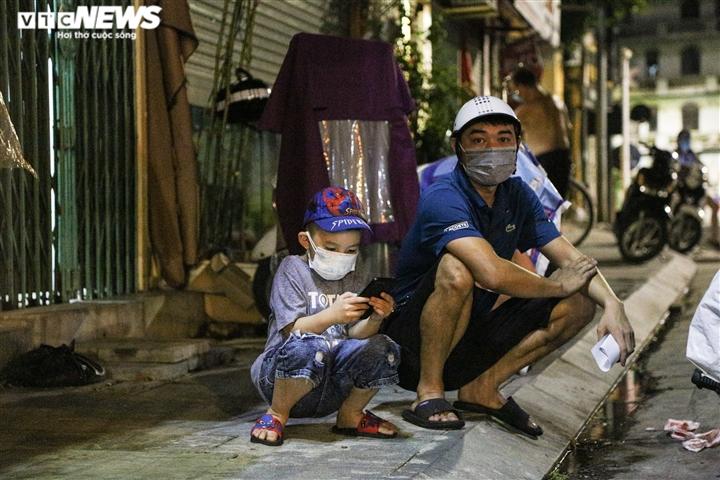 Cận cảnh 'nội bất xuất, ngoại bất nhập' ở phường Văn Miếu, Hà Nội - 8