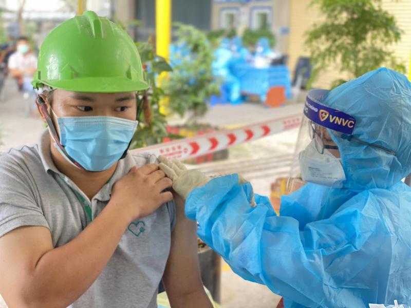 VNVC bàn giao hơn 1,2 triệu liều vaccine của AstraZeneca cho Bộ Y tế -0