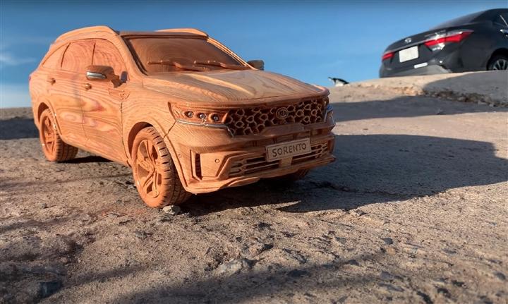 Ngắm mô hình Kia Sorento 2021 bằng gỗ của thợ Việt trên báo ngoại - 1
