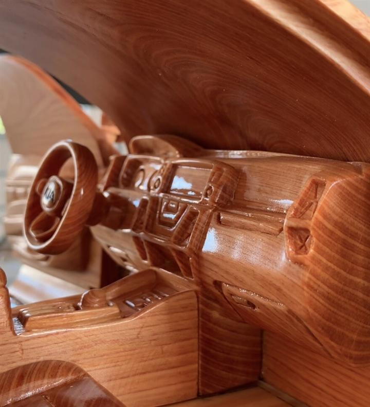 Ngắm mô hình Kia Sorento 2021 bằng gỗ của thợ Việt trên báo ngoại - 4