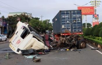 3 người thương vong sau vụ TNGT giữa xe đầu kéo và xe bơm bê tông