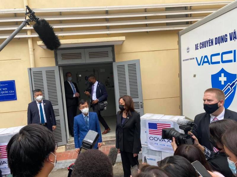 Hơn 800.000 liều vaccine Pfizer trong hơn 1 triệu liều do Mỹ viện trợ đã tới Việt Nam -0