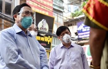 """Thủ tướng kiểm tra đột xuất ổ dịch COVID-19 đang """"nóng"""" nhất Hà Nội"""