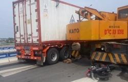 xe may bi xe container keo le tren cao toc da nang quang ngai 1 nguoi chet