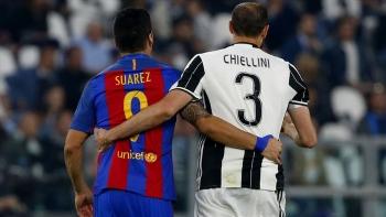 Juventus tạo điều kiện để Suarez... cắn Chiellini?