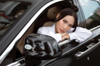 Xế hộp Rolls Royce 25 tỉ đồng của diễn viên Quỳnh Thư có gì đặc biệt?