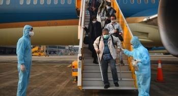 Mở lại đường bay quốc tế khống chế số lượng khách nhập cảnh