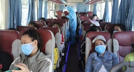 Dỡ bỏ quy định giãn cách trên phương tiện vận tải hành khách