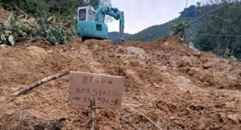Mưa lớn đã gây sạt lở đường ở khu vực biên giới Quảng Nam