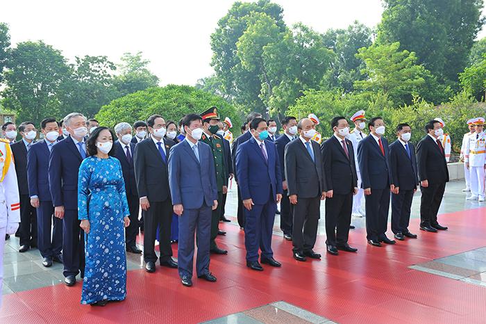 Lãnh đạo Đảng, Nhà nước và Bộ Công an vào Lăng viếng Chủ tịch Hồ Chí Minh -1