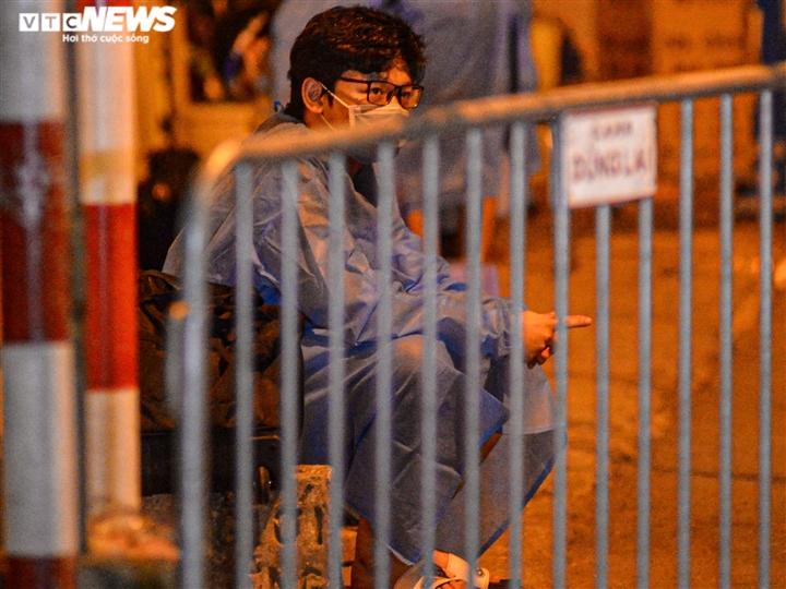 Ảnh: Hà Nội di dời khẩn cấp người dân ra khỏi ổ dịch Thanh Xuân Trung - 5