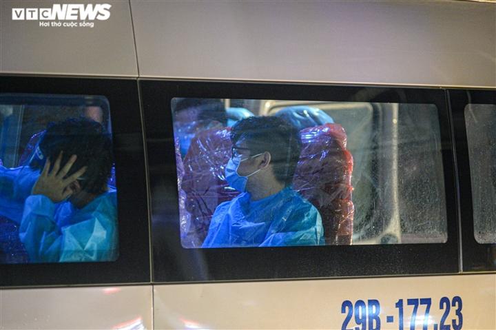 Ảnh: Hà Nội di dời khẩn cấp người dân ra khỏi ổ dịch Thanh Xuân Trung - 14