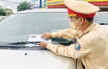 Đắk Nông: Dán thông báo phạt trên các phương tiện vi phạm giao thông