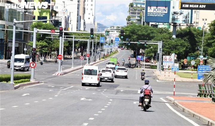 Ngày đầu Đà Nẵng nới phong tỏa: Gia hạn giấy đi đường, chợ và tạp hóa mở cửa - 1