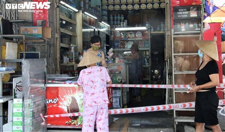 Ngày đầu Đà Nẵng nới phong tỏa: Gia hạn giấy đi đường, chợ và tạp hóa mở cửa - 6