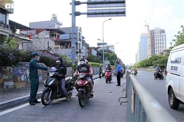 Hà Nội chưa xử phạt theo giấy đi đường mẫu mới - 1