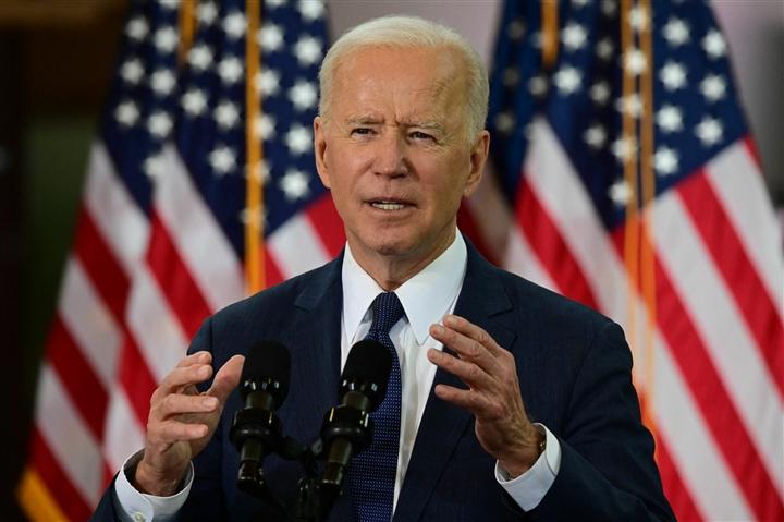 Ông Biden chuẩn bị công bố kế hoạch chống dịch COVID-19 mới - 1