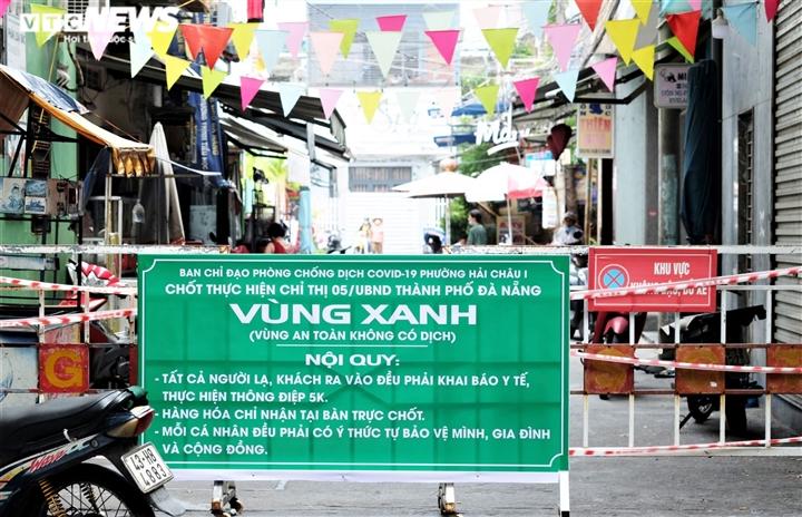 Chủ tịch Đà Nẵng: Đừng cứng nhắc, phải tạo điều kiện cho dân sửa nhà chống bão - 1