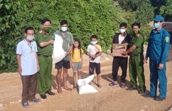 Gần 100 lao động bị mắc kẹt giữa rừng do giãn cách chống dịch