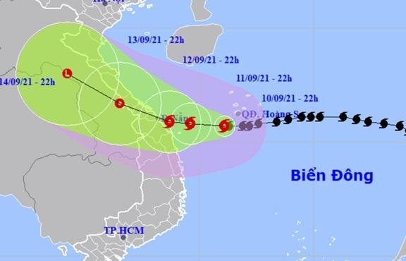 Bão số 5 giật cấp 12, chỉ cách bờ biển Quảng Trị-Quảng Nam 300km