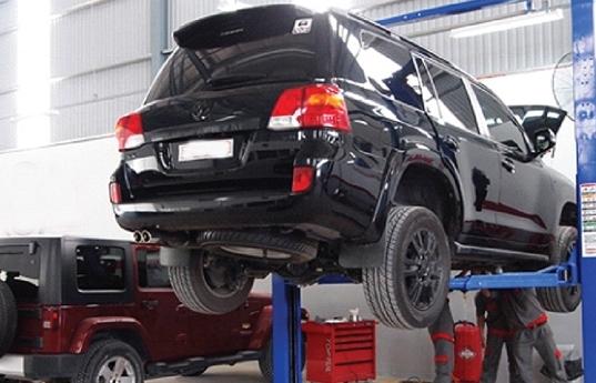 Ô tô gặp sự cố mùa COVID-19: Dịch vụ cứu hộ đội giá, khách mòn mỏi chờ sửa xe
