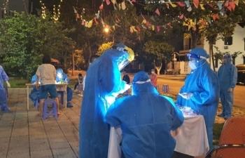 Sốt, rát họng đi xét nghiệm, người phụ nữ 26 tuổi phát hiện nhiễm SARS-CoV-2