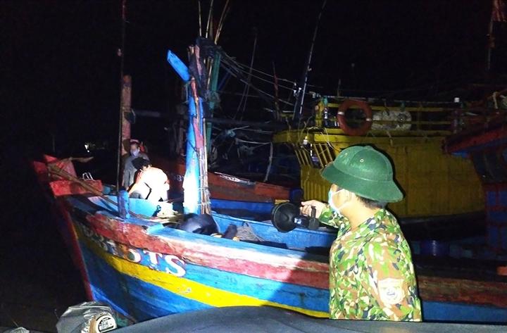Quảng Bình: Phát hiện 6 ngư dân trốn cách ly ra khơi đánh cá - 1