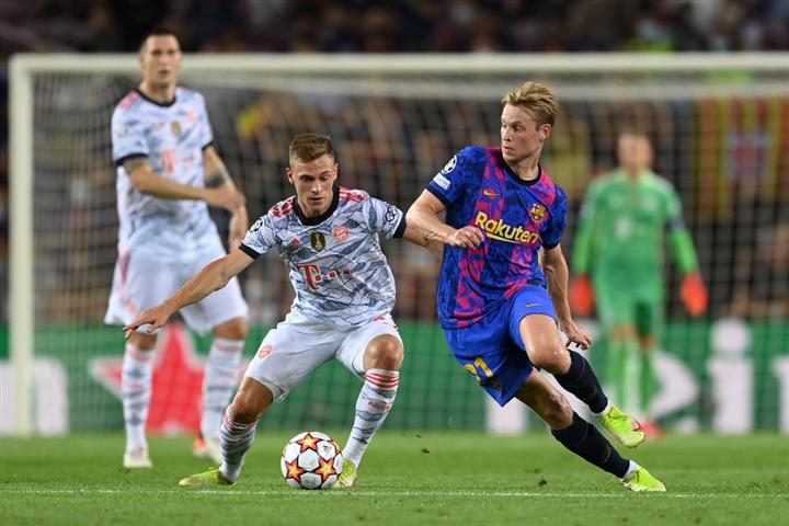 Lewandowski lập cú đúp, Bayern đè bẹp Barca - 1