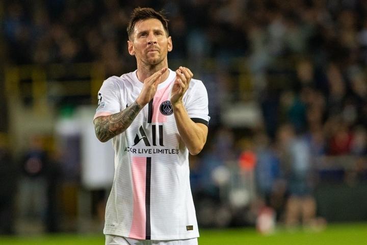 Vì sao Messi chưa tỏa sáng ở đội bóng mới như Ronaldo? - 3