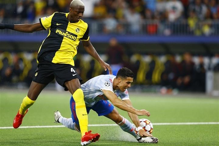 Ronaldo tạo áp lực lên HLV Solskjaer, biến Man Utd thành đội bóng một người - 4