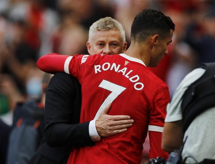 Ronaldo tạo áp lực lên HLV Solskjaer, biến Man Utd thành đội bóng một người - 3