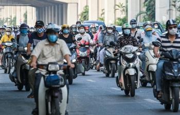 Ảnh: Ngày đầu nới lỏng, phố phường Hà Nội lại chật cứng xe cộ