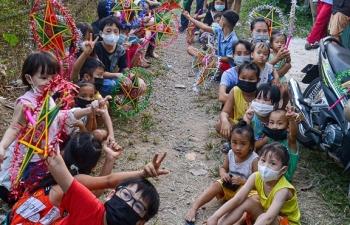 Tết Trung thu ấm áp của trẻ em nghèo ở Hà Nội, TP.HCM