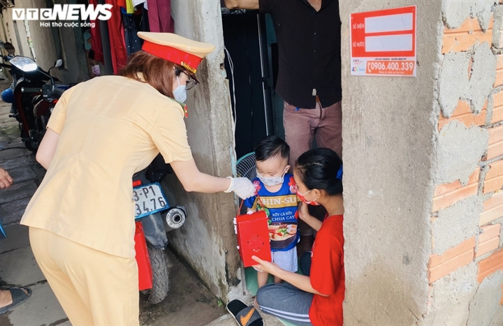 Tết Trung thu ấm áp của trẻ em nghèo ở Hà Nội, TP.HCM - 20