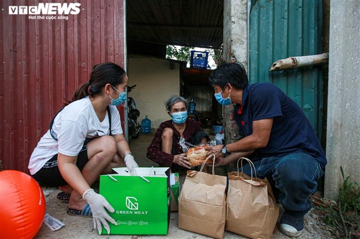 Tết Trung thu ấm áp của trẻ em nghèo ở Hà Nội, TP.HCM - 10