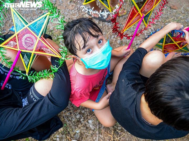 Tết Trung thu ấm áp của trẻ em nghèo ở Hà Nội, TP.HCM - 7