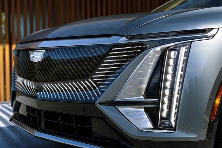 Chi tiết mẫu SUV điện Cadillac Lyriq 2023 'cháy hàng' sau hơn 10 phút mở bán - 3