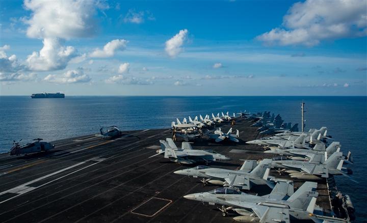 Tàu sân bay USS Ronald Reagan tiến vào Biển Đông - 1