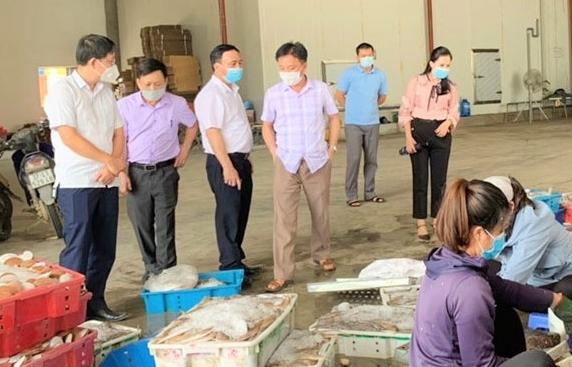 """10.000 tấn hải sản ế ẩm, Nghệ An kêu gọi """"giải cứu"""""""