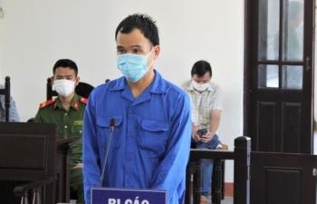 Đánh công an trực chốt kiểm dịch, nam thanh niên lãnh án 30 tháng tù
