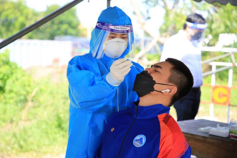 Giáo viên, học sinh được test nhanh SARS-CoV-2 ngay tại chốt cửa ô vào Đà Nẵng   -0