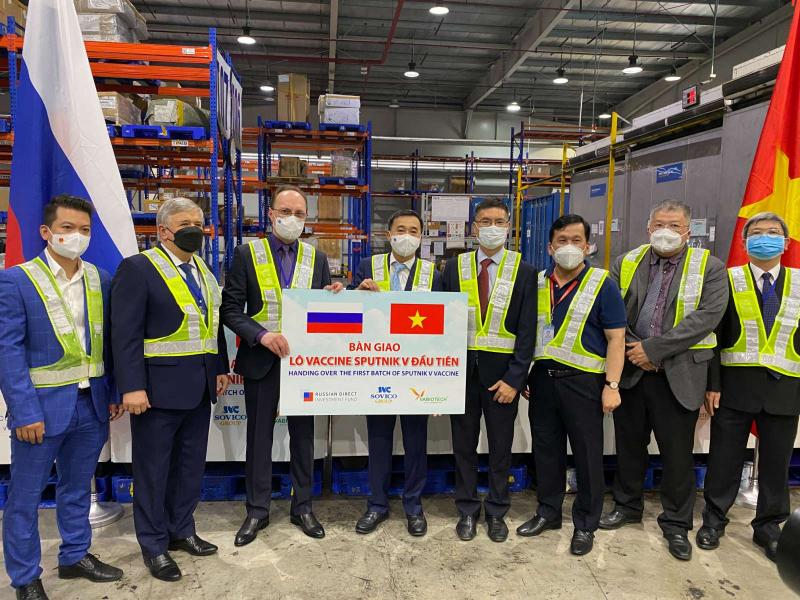 Việt Nam tiếp nhận lô vaccine Sputnik V đầu tiên -0