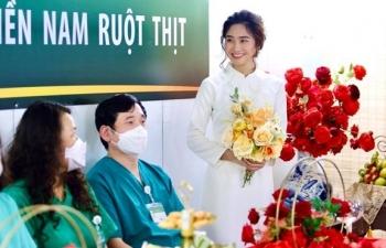 Đám cưới qua điện thoại của nữ điều dưỡng Hà Nội tại BV dã chiến TP.HCM