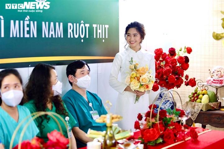 Đám cưới qua điện thoại của nữ điều dưỡng Hà Nội tại BV dã chiến TP.HCM - 1
