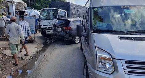 7 ôtô va chạm liên hoàn trên quốc lộ 1