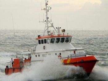 Kịp thời cứu sống 11 thuyền viên tàu chở hơn 4.500 tấn clinker bị chìm trên biển
