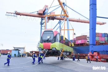 Đoàn tàu metro Nhổn-ga Hà Nội cập cảng Hải Phòng